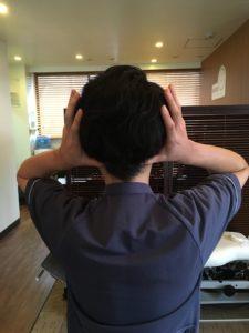 後頭部のマッサージ