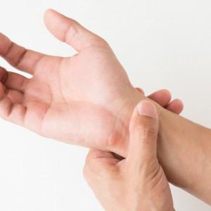 手首の痛み 腱鞘炎 女性 産後 閉経後
