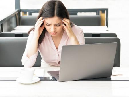 頭痛 こめかみ おでこ 締めつけられる痛み 筋緊張性頭痛 緊張型頭痛