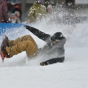 スノーボード 転倒 尻もち